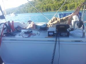 Skipper Florian OE3FDS (9A/OE3FDS/mm) macht es sich im Hintergrund gemütlich und lauscht...